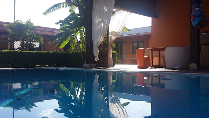 Casa indipendente con piscina