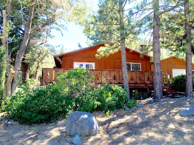 Little Pines & Hideaway: Rent 2 cabins together