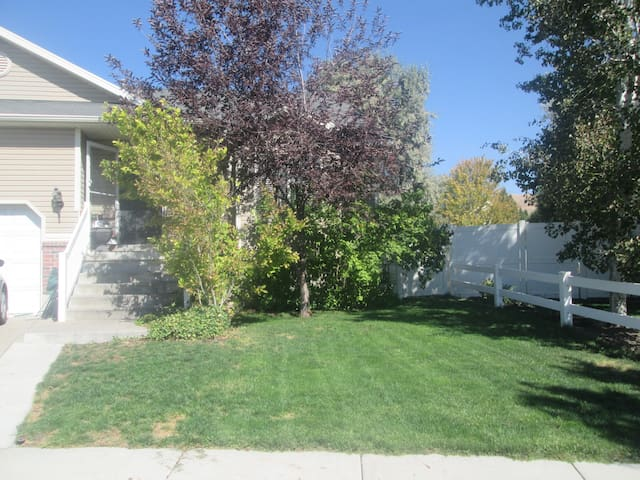 Large home, hottub, 10 min to SLC airport/downtown
