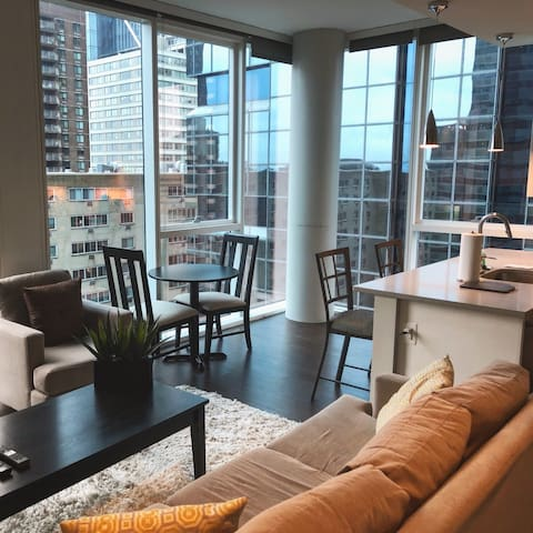 21st Floor Corner 2 Bd - Market Street Center City