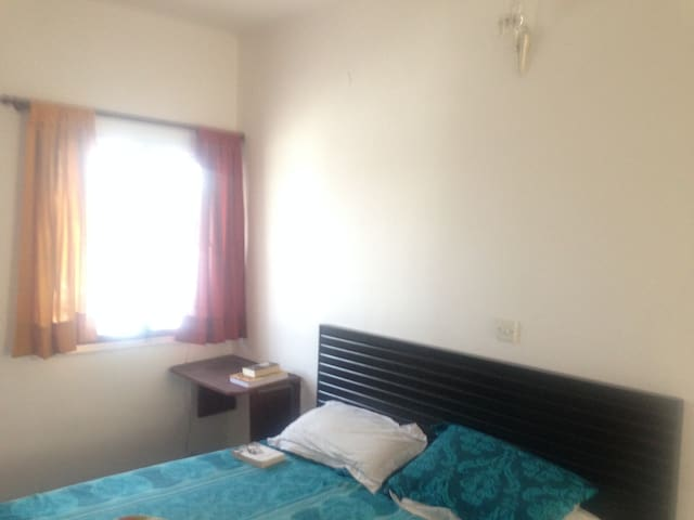 PrivateRoom+Bath+Living Room+Terrace: 10min to a/p - New Delhi - Apartment