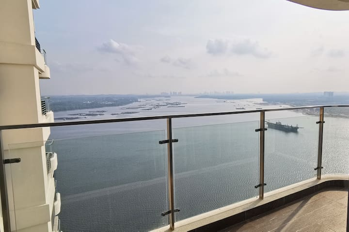 3BR Seaview, highfloor,  private Beach, Shuttle Bus City Square @ homerent