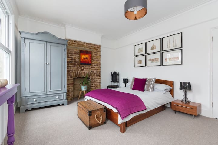 Double bedroom in Victorian house 1