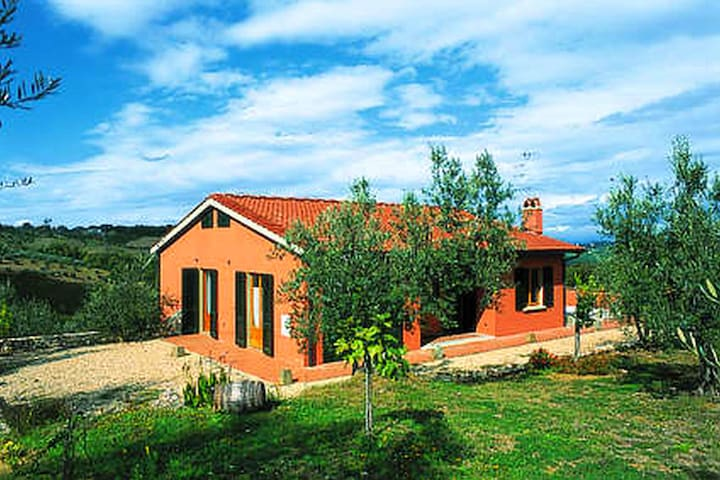 Semi-detached house in traditional agriturismo with clear view of the Chianti