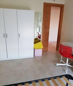 Singola in Appartamento LUMINOSO e MODERNO.