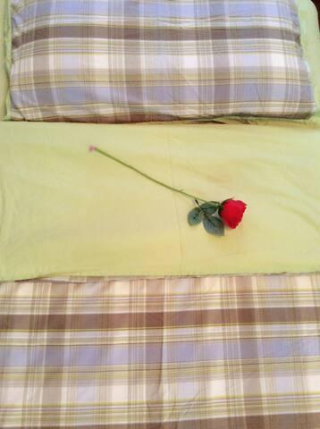 客人的床铺。