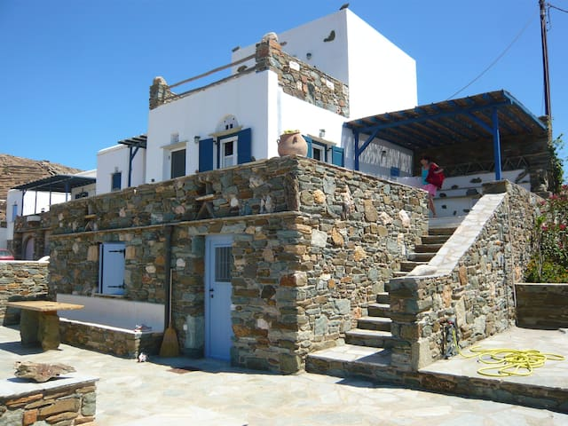 TRADITIONAL HOUSE AT THE SEASIDE - Agios Sostis - Casa
