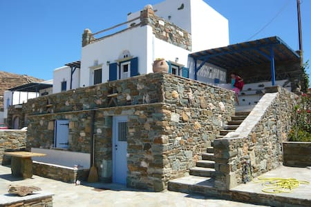TRADITIONAL HOUSE AT THE SEASIDE - Agios Sostis - Hus