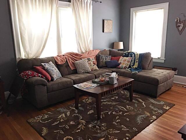 Modern, Cozy Apartment - close to Cherokee Trails! - Louisville - Huoneisto