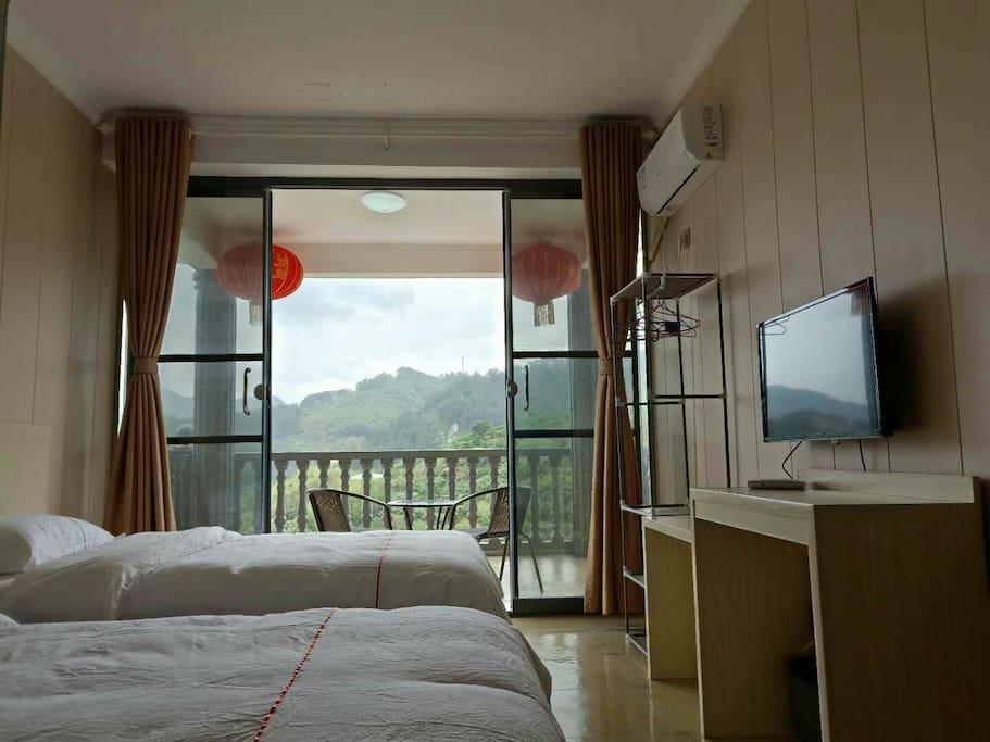 带景观阳台的房间