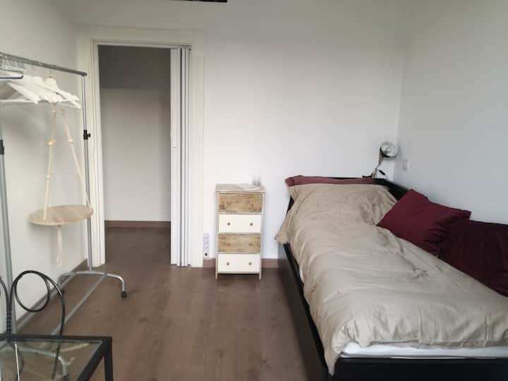 Little bright cozy room in lovely area of Milan