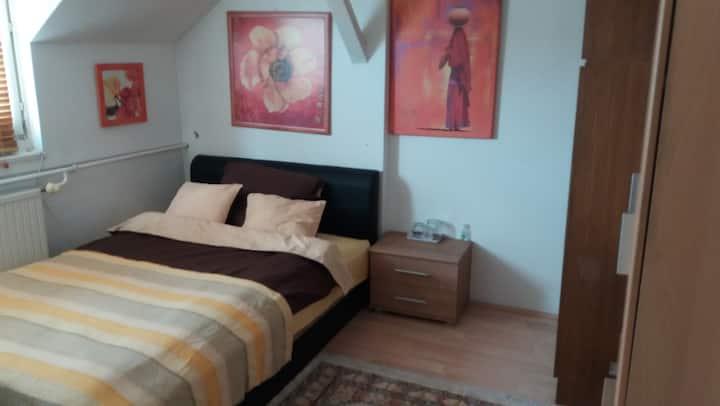 Debrecen szoba 2 fönek (3 szoba 6 főnek)kiadó