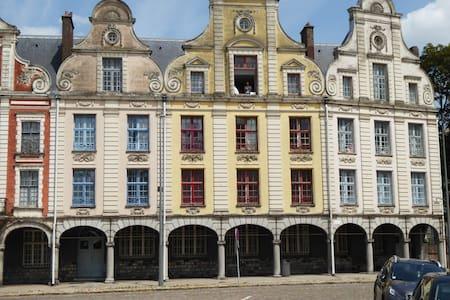 Nouveau: Studio rénové sur la Grand Place d'Arras