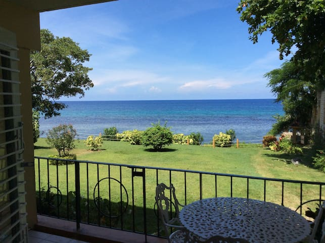 Beautiful ocean view 2 Bedroom apt in Ocho Rios - Ocho Rios - Condominium