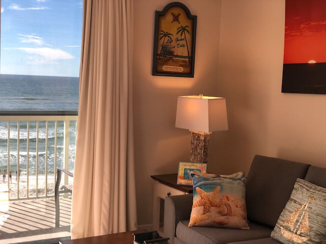 Winter Special! Newly Renovated Beach Front Condo