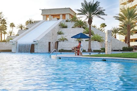 Fun resort,  2 BR+sofabed+kitchen. Near Strip. - Las Vegas - Teilzeitwohnung