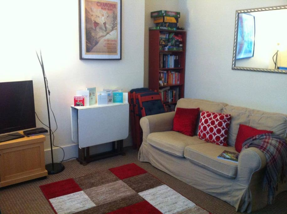 Living room pic 2 (space for double airbed which is provided)