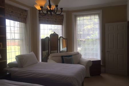 Twin ensuite Room - Chichester