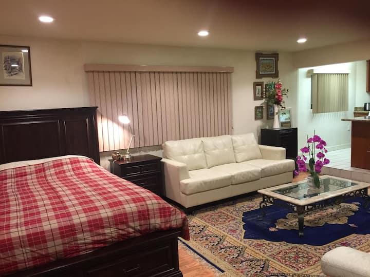 Exquisite Private Studio with Kitchen, Free WiFi