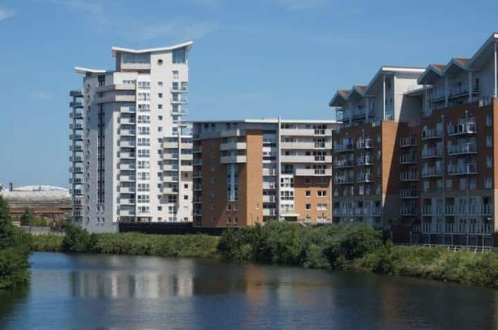 Cardiff Bay Apartment,River views . Great location