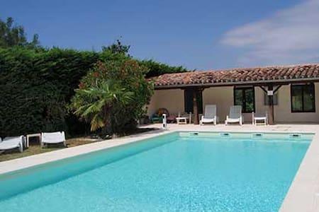 Corbières,gite 5- 7personnes,jardin privé, piscine - Montmaur - 別荘