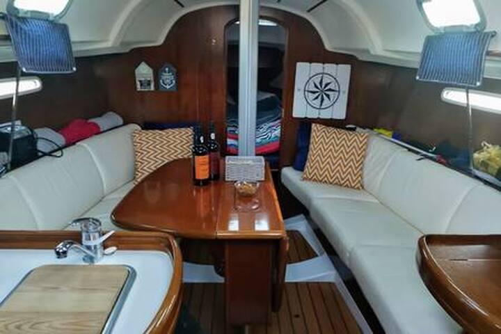 Sail&Sleep aboard a sailboat, the Alchemist!
