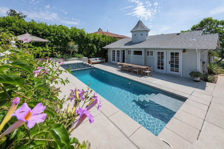 Stunning Remodeled 2BR Beautiful Pool Monthly Stay