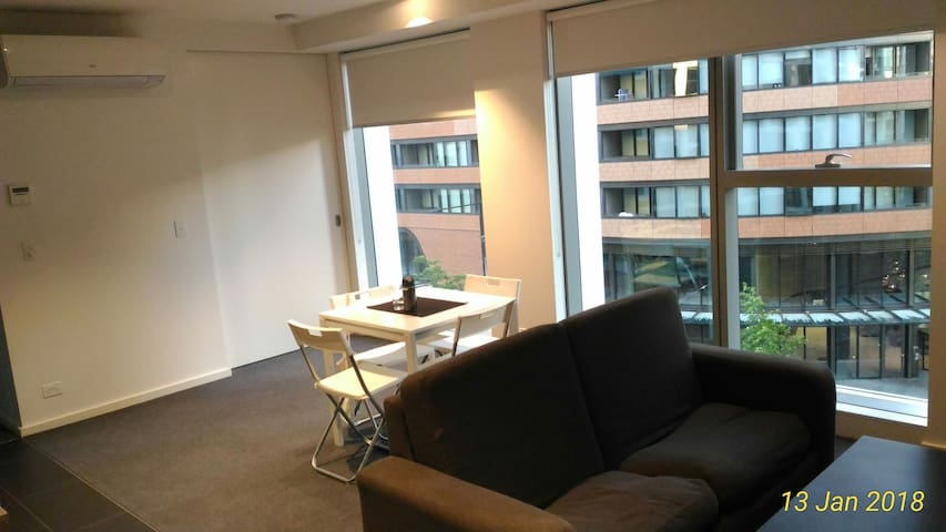 New spacious private room in Docklands