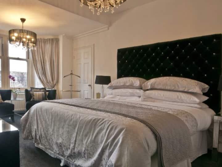 Superior superking/ twin room.  Balcony house B&B