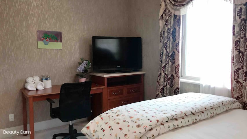 二楼卫生间在房间里面,独立套房,可以使用厨房,提供wifi,停车方便,学区房