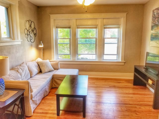 Beautiful Tower Grove Flat-Steps to T.G Park+Grand