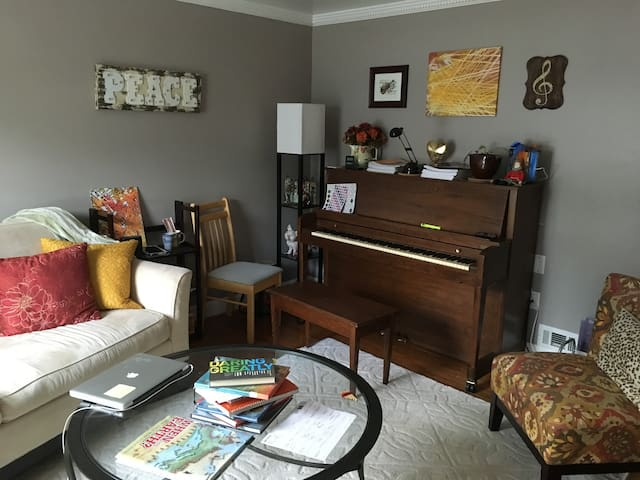 Quiet Townhouse in Outer DC Suburb