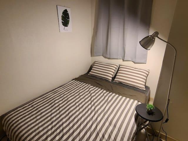 룸2 퀸사이즈 침대 암막커튼