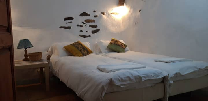 """Twin room """"the stable"""" in charming village house"""