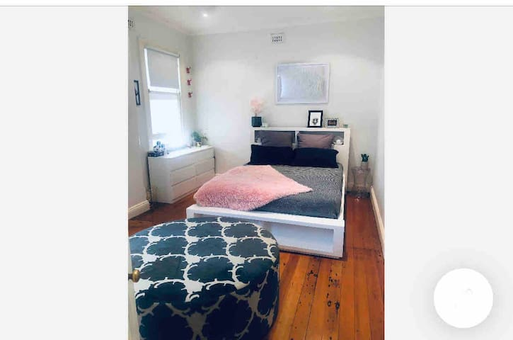In the heart of Sydney Spacious Room in LargeHouse