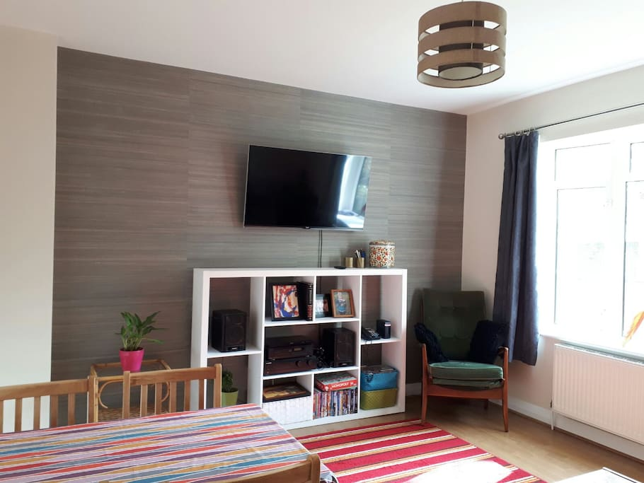 Living room with Tv, sofa and dining set (shared)
