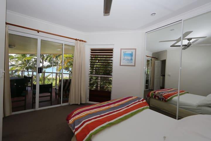 Beaches No 6 - 2nd Queen Bedroom