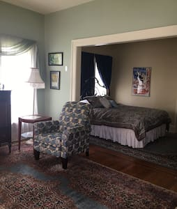 Night and Day Suite in Historical Cole Porter Inn