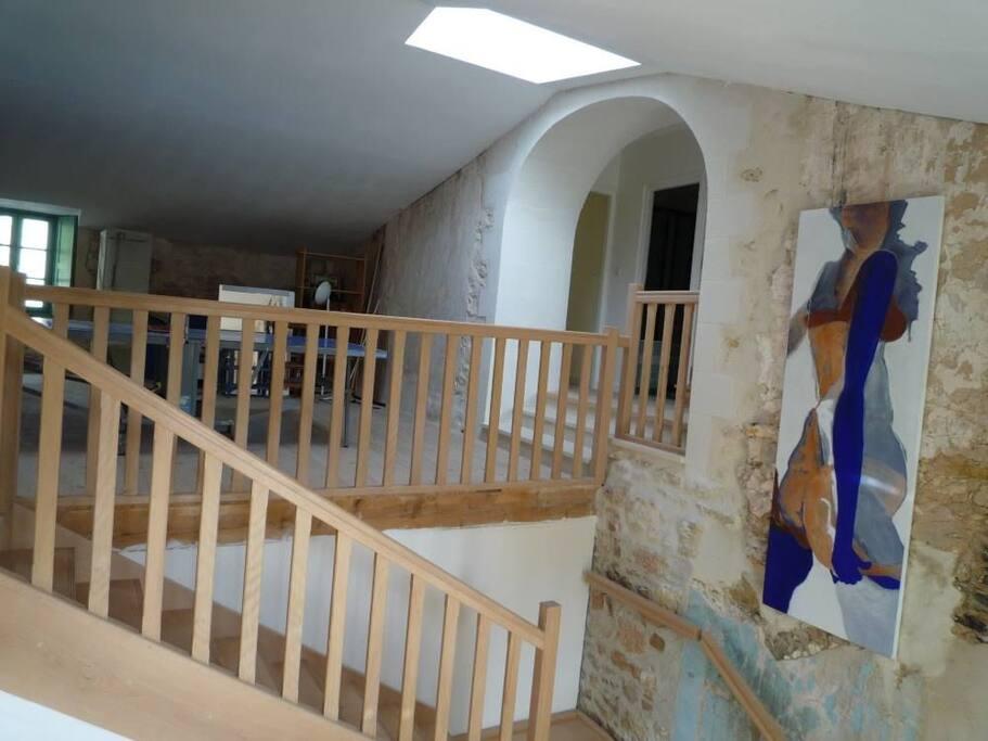 Escalier et espace jeu