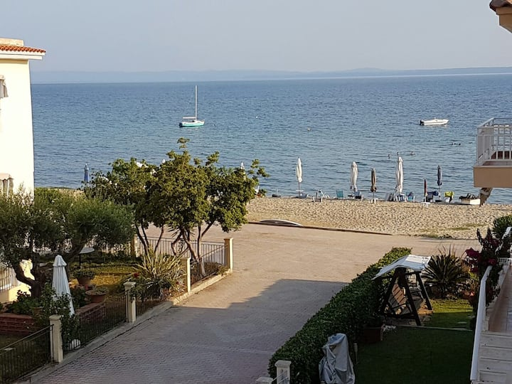 Brand new apartment in Gerakini, 10m from Beach