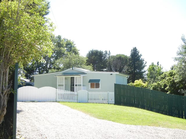 Appletree Cottage - entire house in Blue Mountains - Hazelbrook - Hus