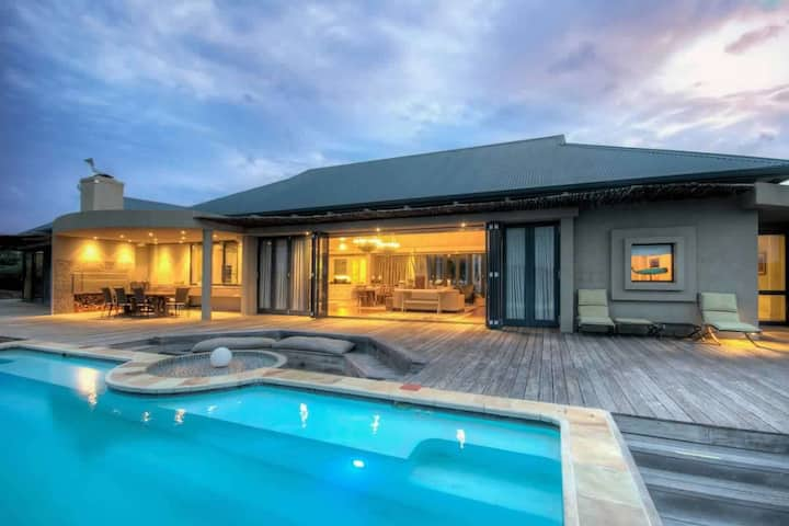 Luxurious African Lodge