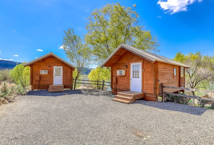 Cute, dog-friendly cabin w/ an on-site store & cafe - shared restrooms & water