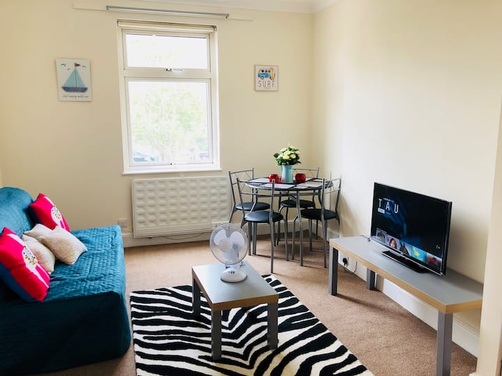 3 Bedroom flat in Rayleigh town with Parking  Wifi