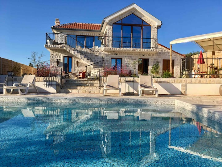 LUXURY STONE VILLA, STUNNING SEA & MOUNTAIN VIEWS
