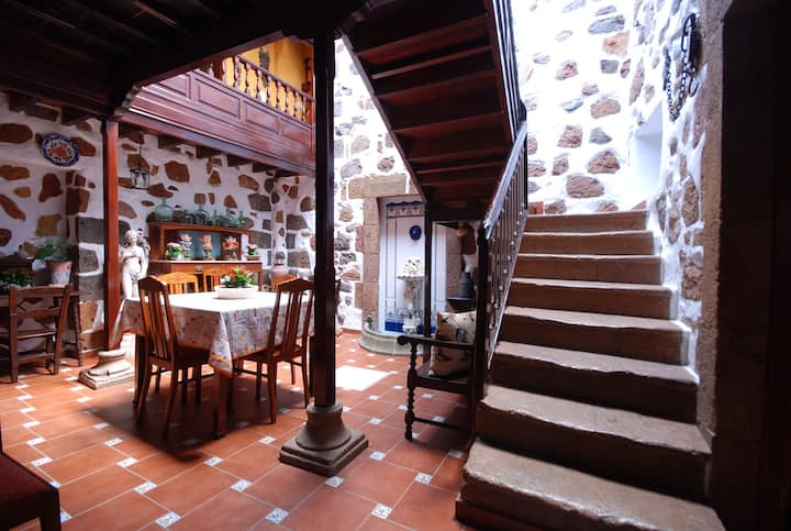 House in the heart of Teror, historical center.