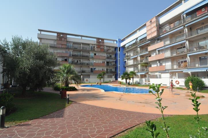 Apartamento en Roses con piscina y garaje.