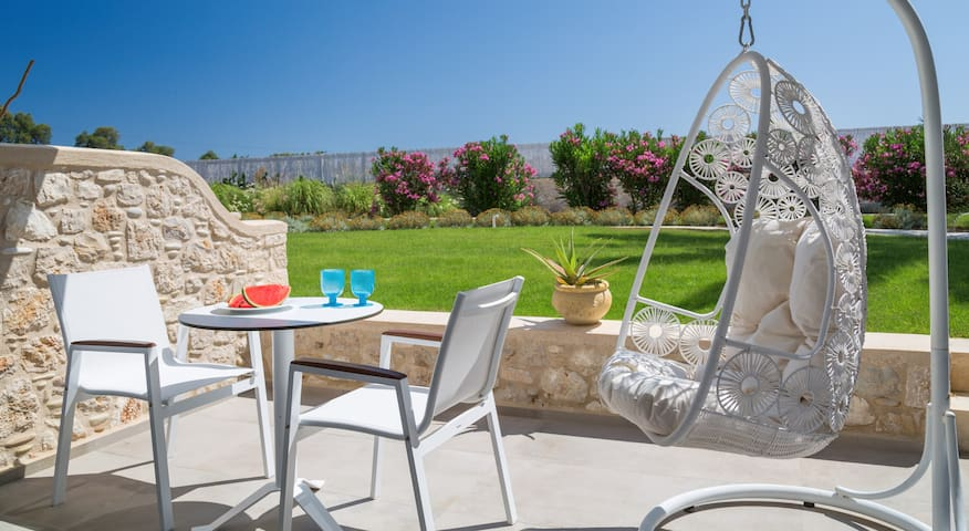 WHITE PEARLS ADULTS ONLY VILLA 4 PERSONS TELENDOS