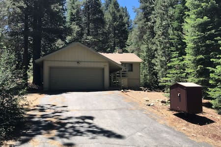 Cozy Home Steps From All Truckee Has to Offer