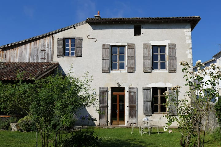 BEAUTIFUL COUNTRY HOUSE 13e CENTURY